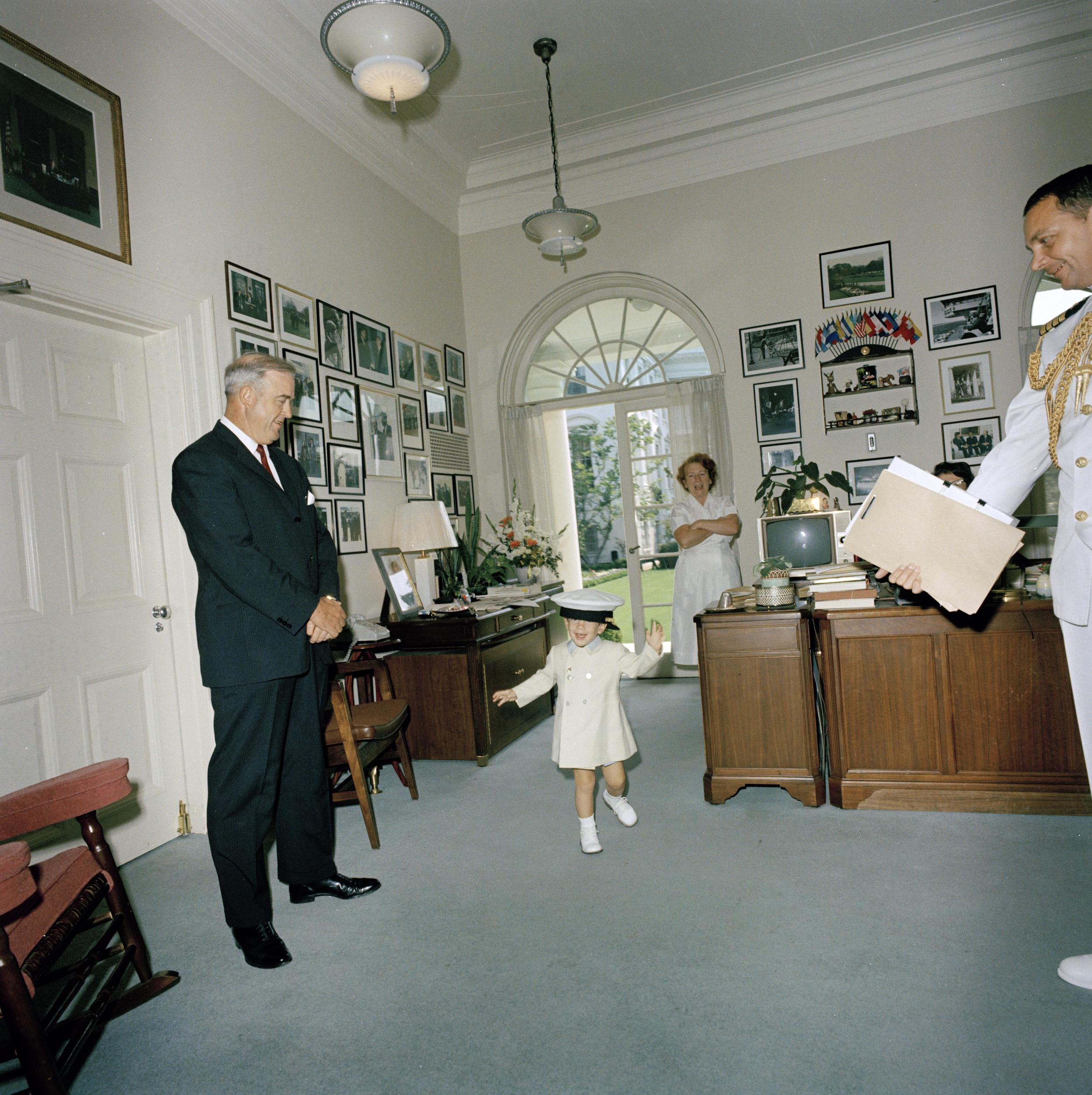 Photo Credit: Cecil Stoughton. White House Photographs. John F. Kennedy Presidential Library and Museum, Boston.