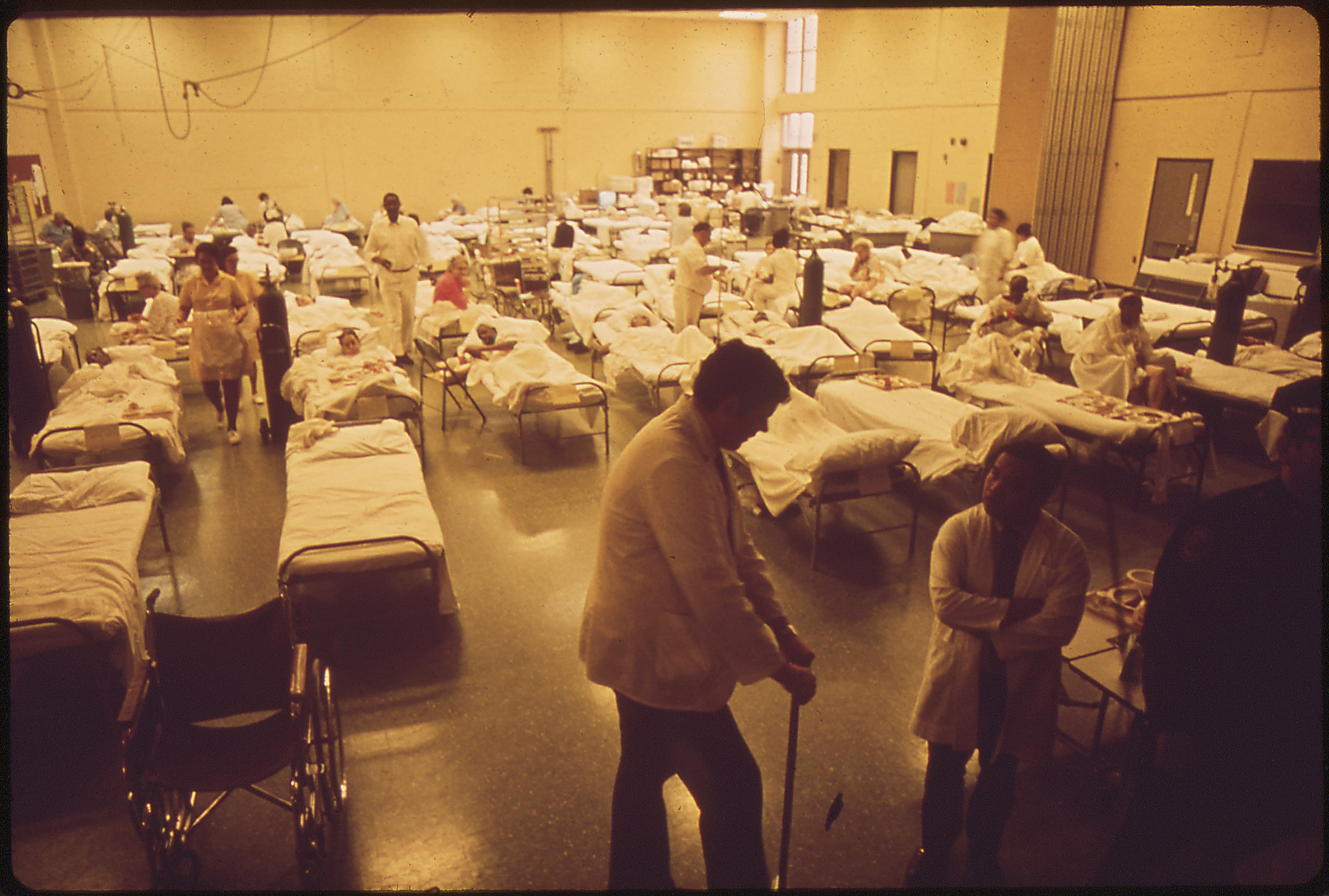 Louisville Mayor Frank Burke Ordered 4,800 Residents Of The Waterfront Area Known As Portland, To Evacuate; And Another 22,000 People Were Asked To Leave Voluntarily When A Barge Carrying Liquid Chlorine Threatened To Spill Its Poisonous Contents Among The Evacuees Were 31 Patients From The Louisville Memorial Hospital, April 1972.