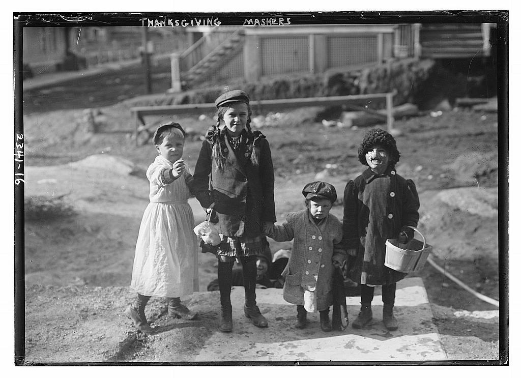 Thanksgiving maskers 1915