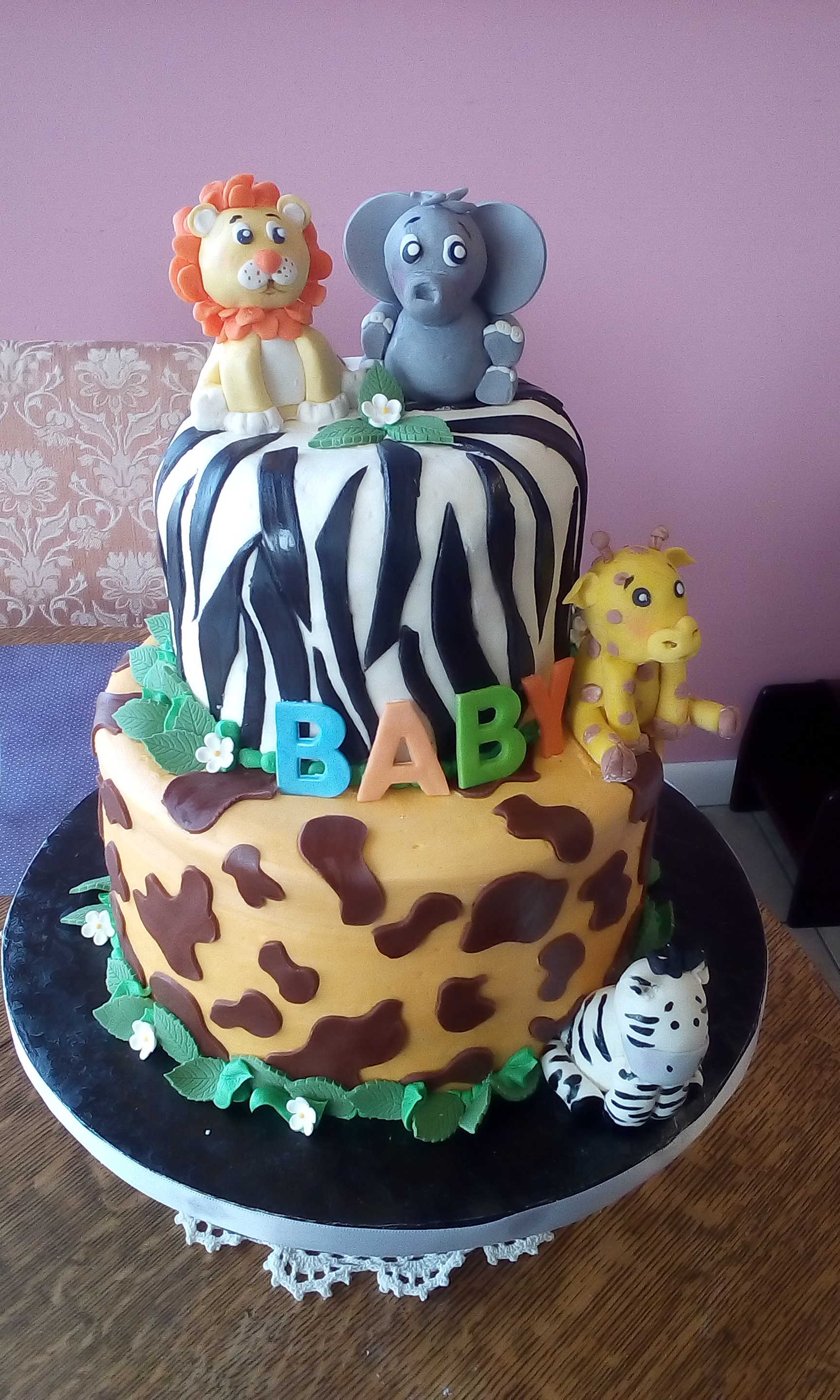 baby shower animal cake.jpg