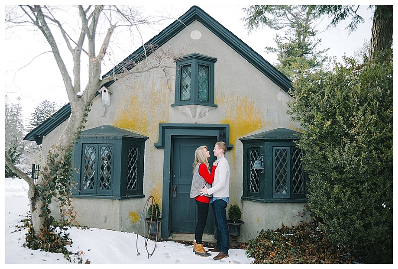 Winter Engagement Session | Jennifer Larsen Photography | Joy Wed http://www.joy-wed.com
