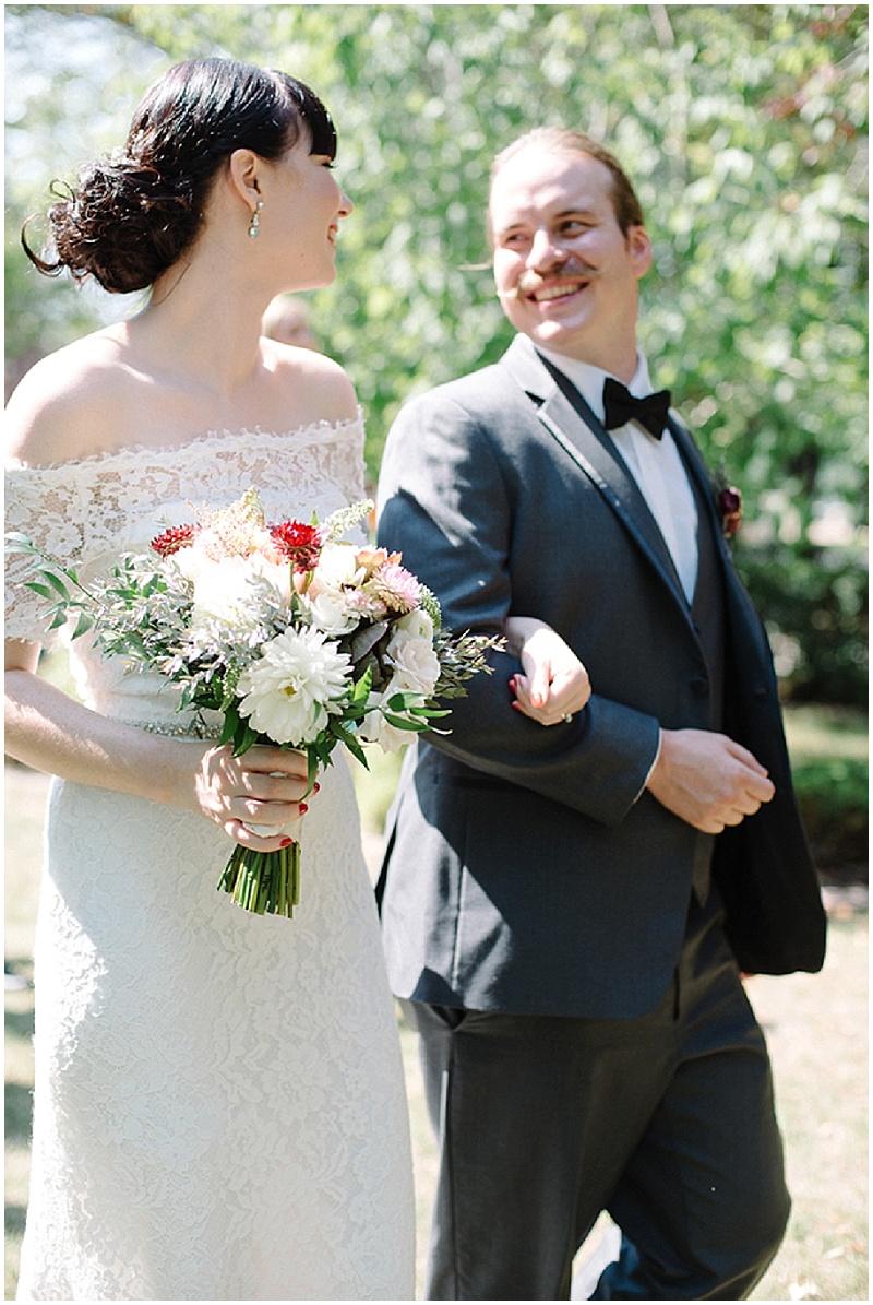 Backyard Wedding   Gingersnap Photography   Joy Wed blog http://www.joy-wed.com