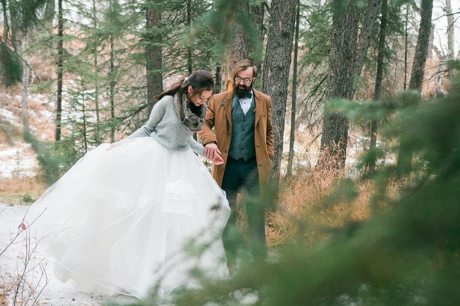 Winter Woodland Wedding | GingerSnap Photography | Joy Wed blog