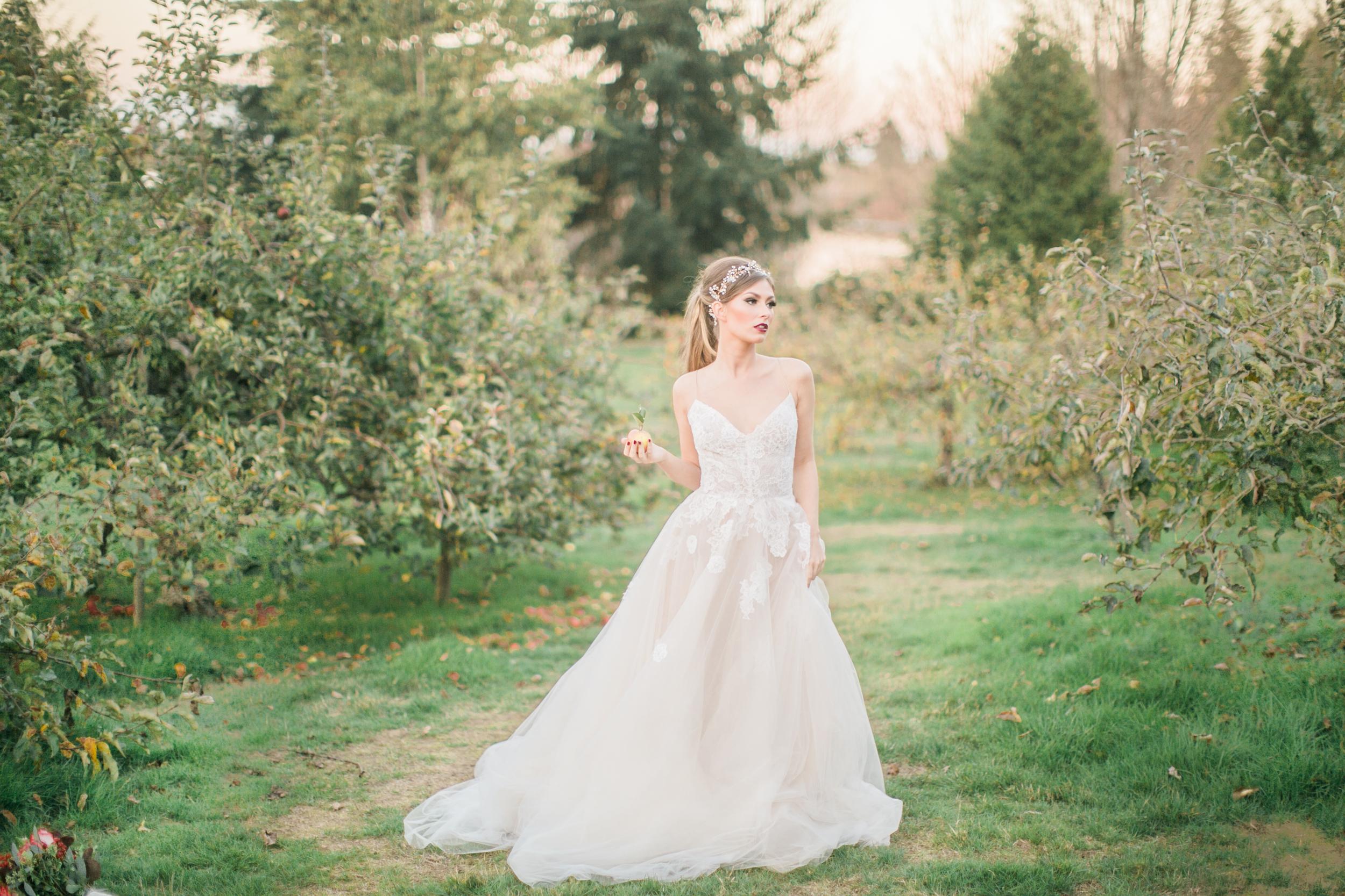 Snow White Inspiration Shoot | Disney Wedding | Simply Sweet Photography by Nomo Akisawa | Joy Wed blog