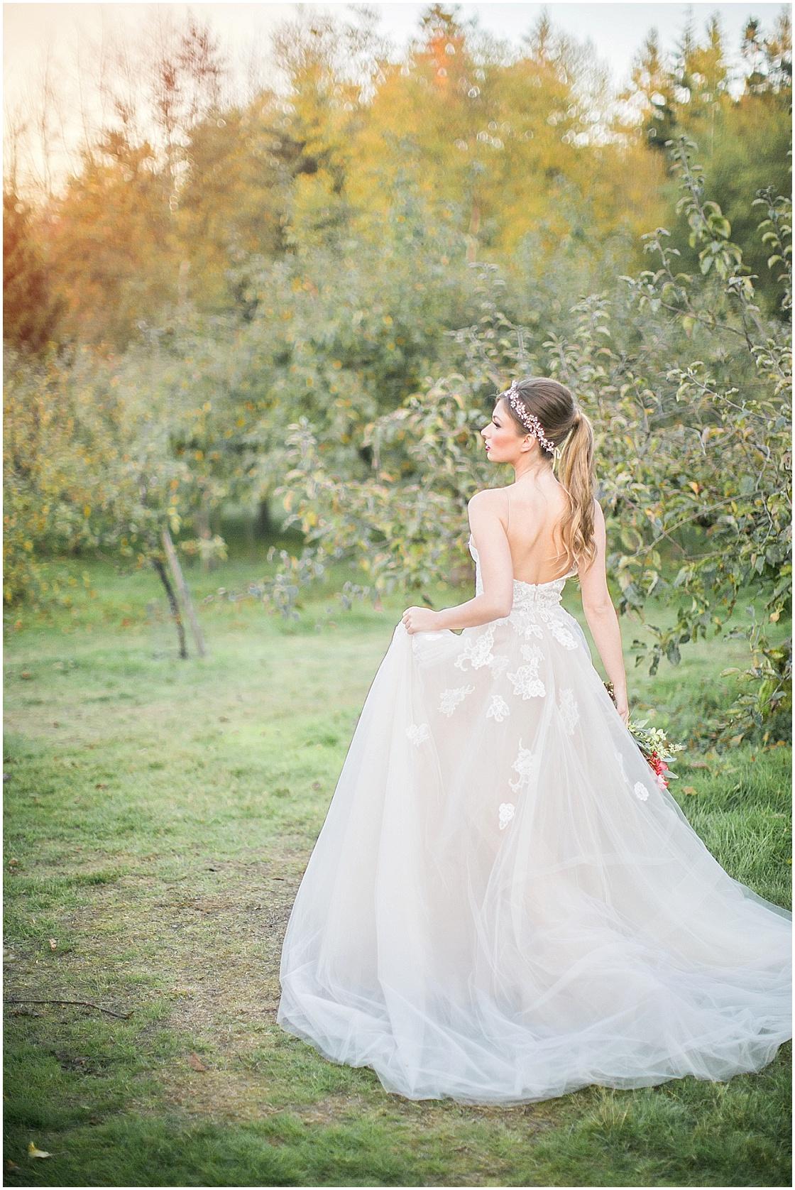 Snow White Wedding Inspiration | Disney Wedding | Simply Sweet Photography by Nomo Akisawa | Joy Wed blog | http://www.joy-wed.com