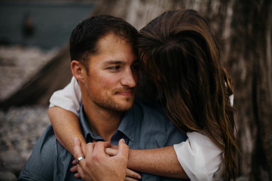 Rattlesnake Lake Engagement | Eleveneleven Films and Photography | Joy Wed blog | http://www.joy-wed.com