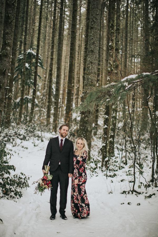 Snoqualmie Falls Anniversary Session | Tarah Schoof Photography | Joy Wed blog | http://www.joy-wed.com