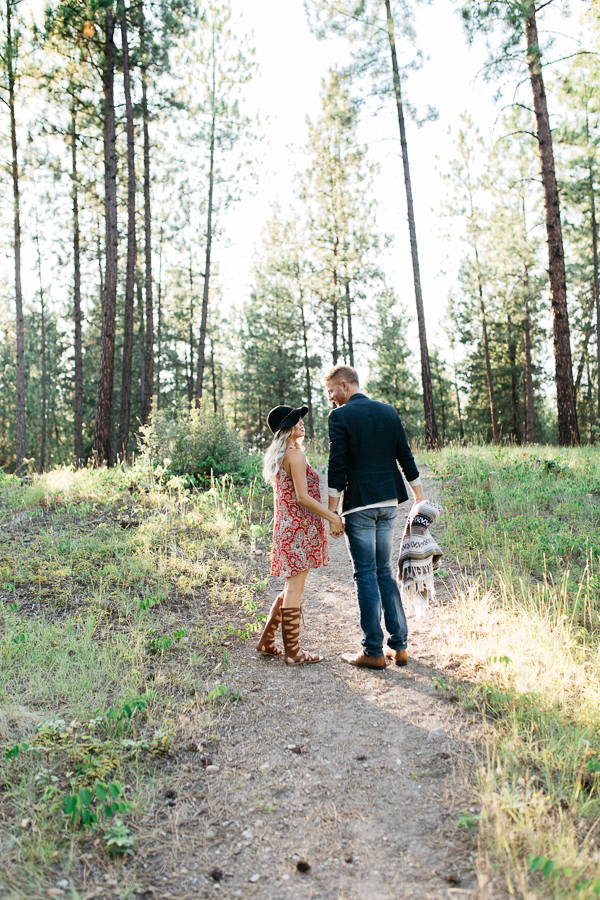 Bohemian Kelowna Engagement Session | Ivy + Rose Photo | Joy Wed | http://www.joy-wed.com