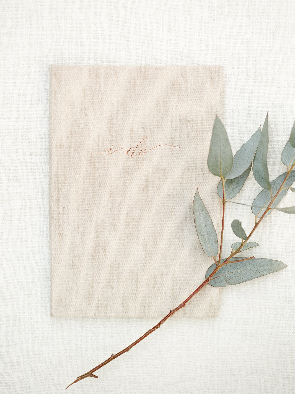 Savannah Wedding Inspiration | Beach Wedding Inspiration | Vow Booklet | Organic Beach Wedding | Lyndi and Jason Photography | Joy Wed