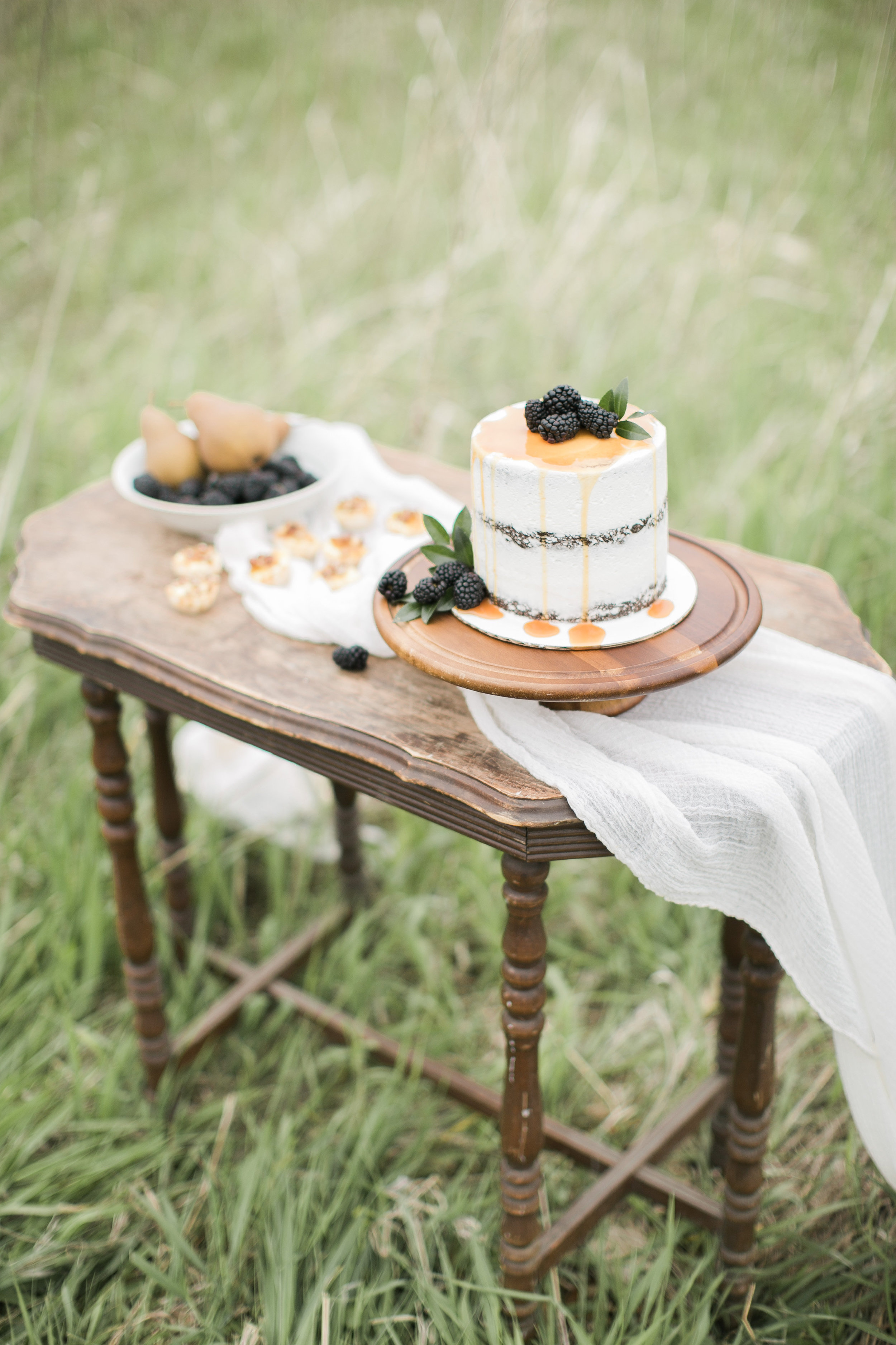 Farm to Table | Farm Wedding | Farm Elopement | Country Wedding | Ivory+Bliss | Photography Workshop | Fine Art Wedding Blog | Joy Wed | Ivory & Green Wedding | Naked Cake | Organic Country Wedding