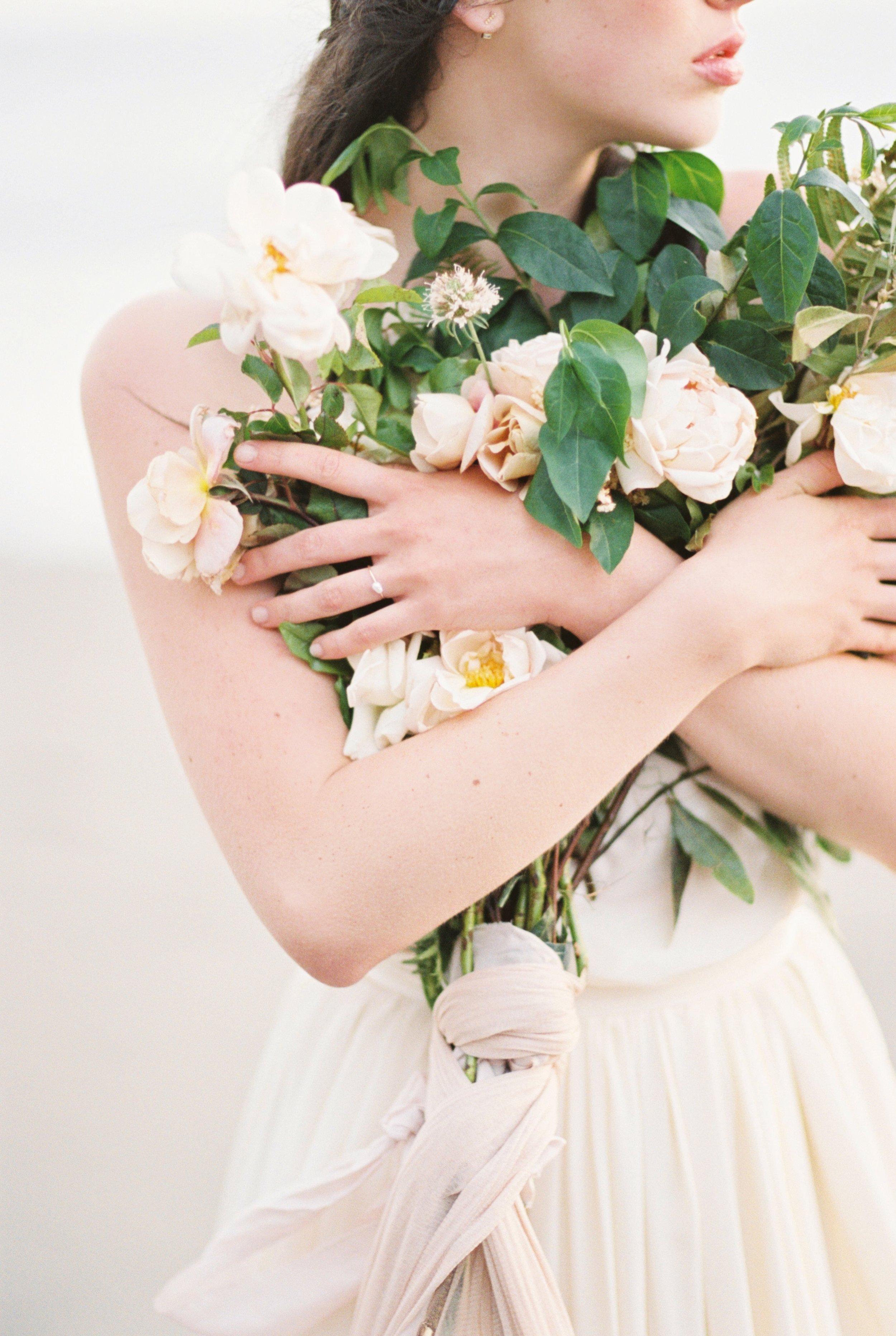 Seaside Wedding | Seaside Bridal Shoot | Erich McVey Workshop | Lisa Catherine Photography | Joy Wed | Fine Art Wedding blog | Organic Wedding Inspiration | Organic Wedding Bouquet