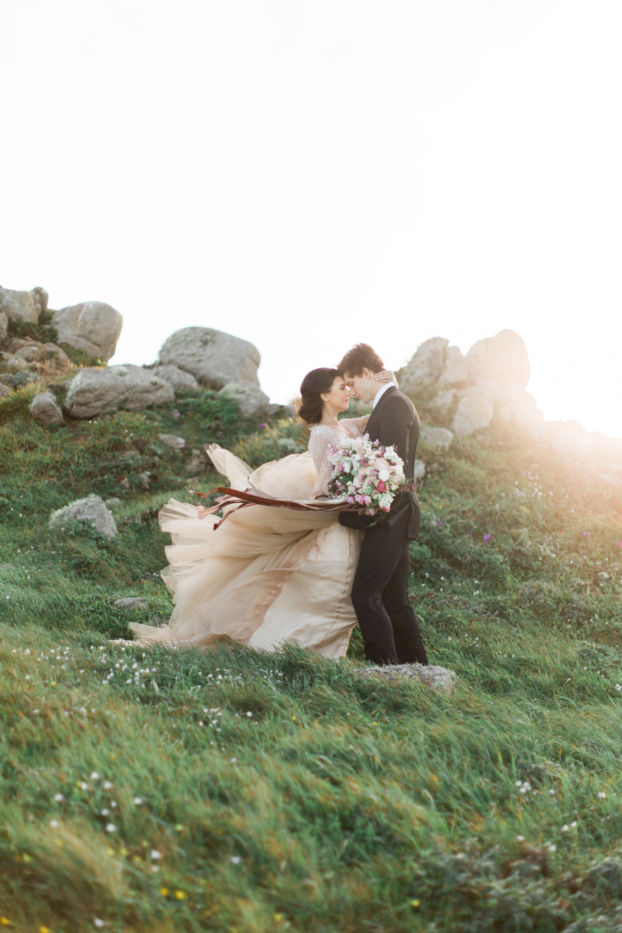Cliffside Wedding | Tyler Rye Workshop | Point Reyes | Nicole Lapierre | Canadian Wedding Blog | Canadian Photographer | Joy Wed | Fine Art Wedding Blog | Peach Wedding Dress | Blush Wedding Bouquet