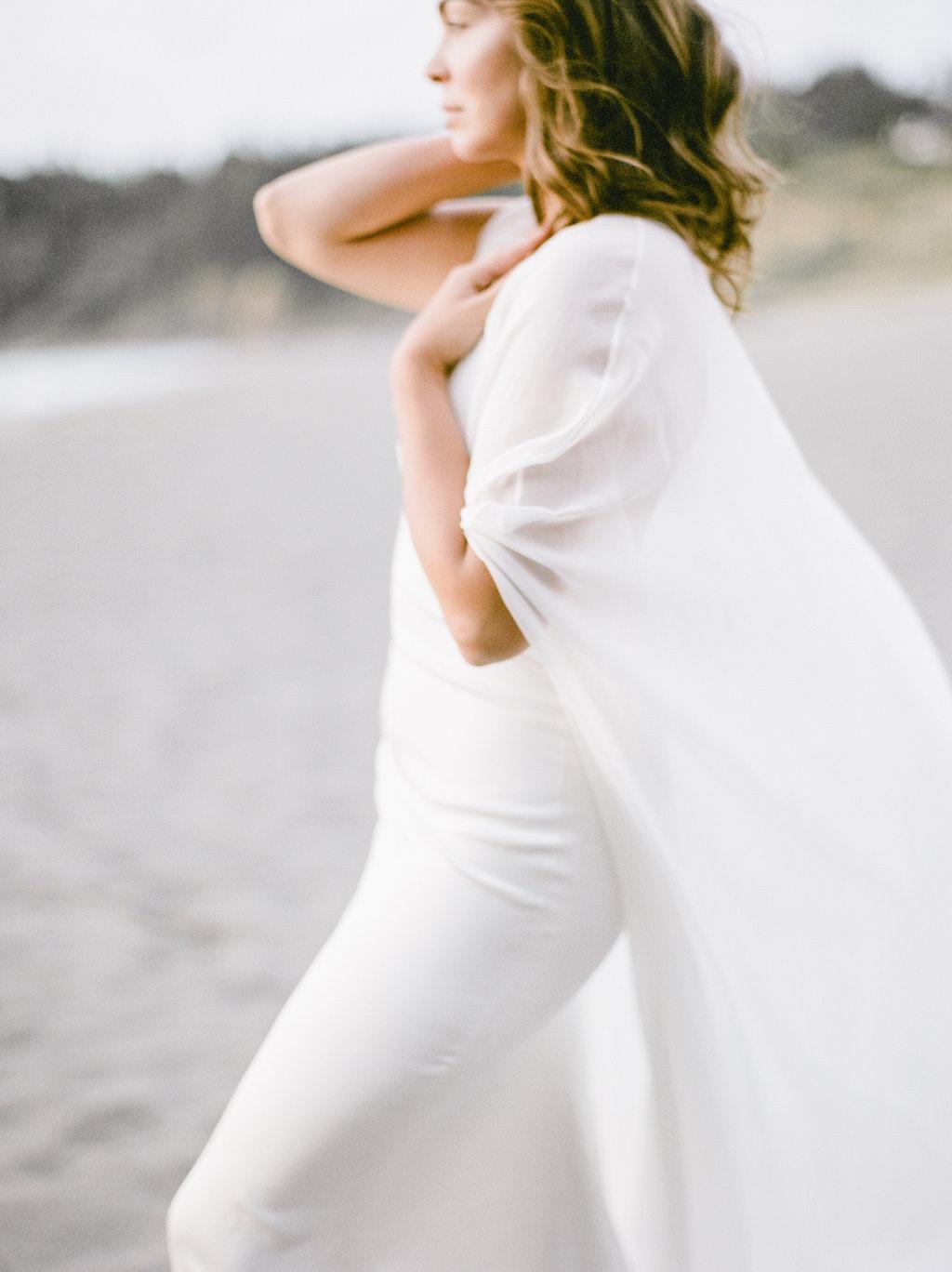 California Beach Wedding | Beach Wedding | Minimalist Wedding | Madalina Sheldon | Anda Ambrosini | Fine Art Wedding Blog | Canadian Wedding Blog | White Wedding | Joy Wed