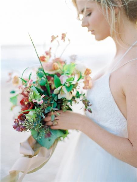 Bridal Boudoir by Ashleigh + Erik   Beach Boudoir   Fine Art Boudoir   Fine Art Wedding blog   Canadian Wedding Blog   Joy Wed