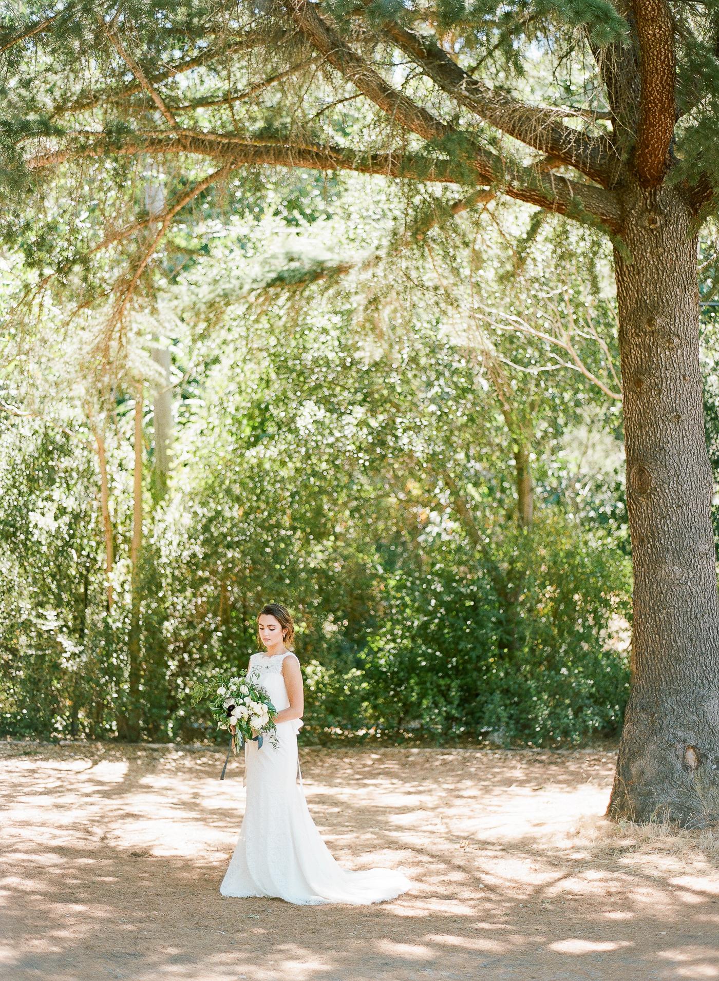 Vineyard Wedding Inspiration | Blue and Yellow Wedding | Bright and Colorful Wedding Inspiration | The Ganeys | Fine Art Wedding blog | Canadian Wedding Blog | Joy Wed