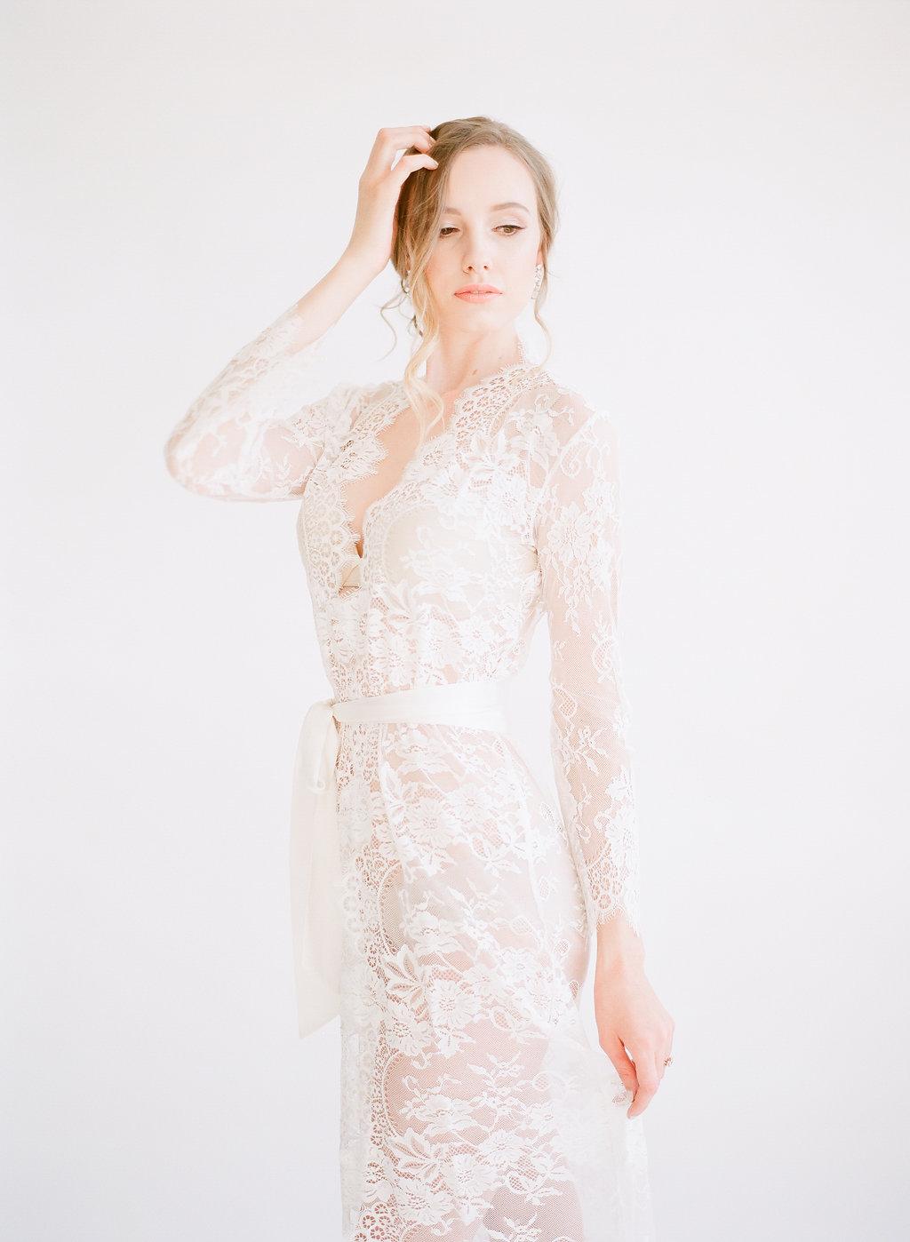 Neutral Wedding Inspiration | McCune Photography | Chloe + Mint | Beige Wedding | Fine Art Wedding Blog | Canadian Wedding | Joy Wed | Stacey Foley Design