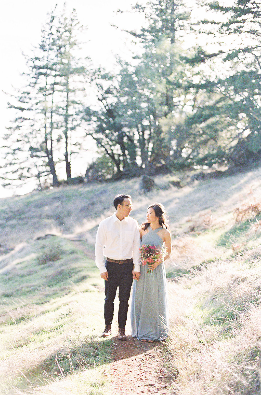 California Hills Engagement Session | California Photographer | Stephanie Gan Photography | Joy Wed | Canadian Wedding Blog | Canmore Wedding Planner | Sunset Engagement Session