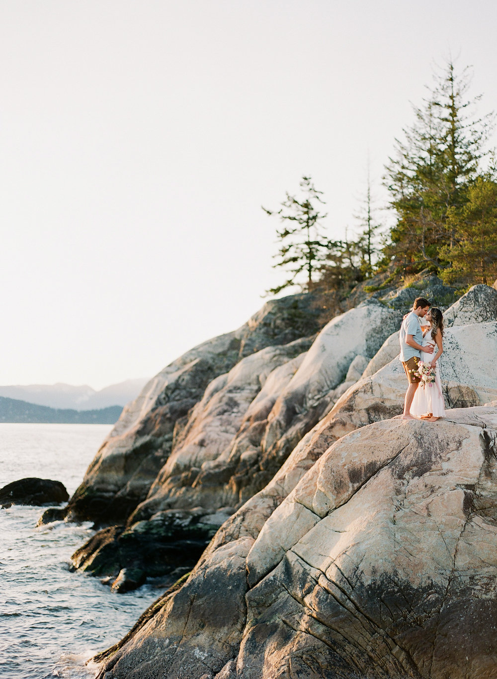 Vancouver Engagement Session | Vasia Photography | Vancouver Wedding | Vancouver Photographer | BC Wedding | BC Photographer | Canadian Wedding Blog | Joy Wed