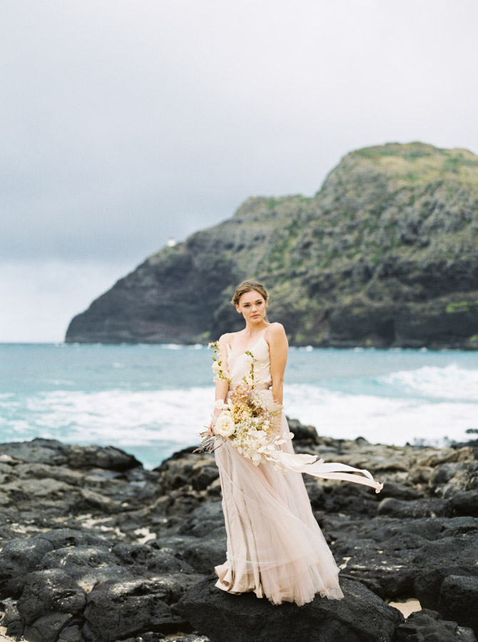 Hawaiian Bridal Inspiration | Hawaiian Wedding | Hawaiian Photographer | Beach Wedding | Sheri McMahon Photography | Joy Wed | Canadian Wedding Blog | Fine Art Wedding Blog | Neutral Wedding