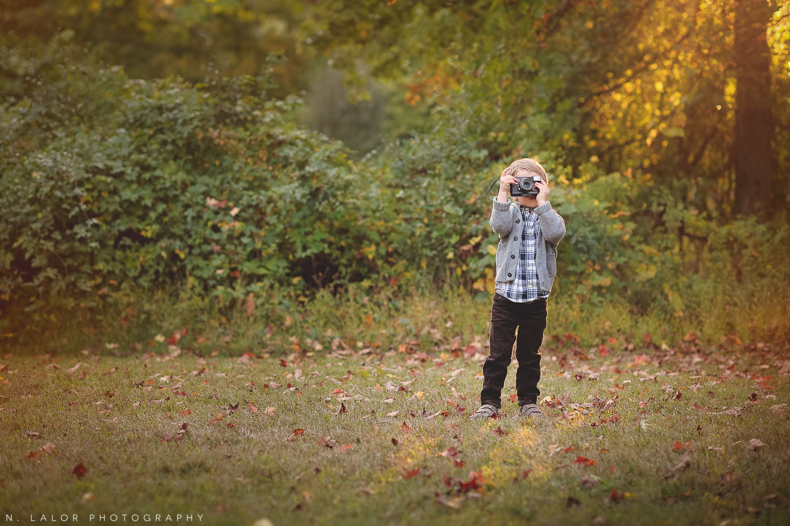 nlalor-photography-boy-fall-new-canaan-nature-center-photo-session-1.jpg