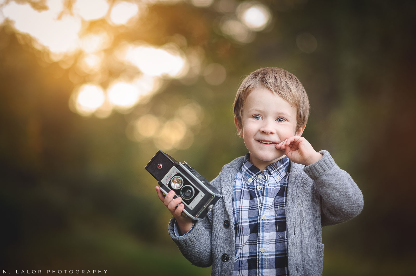 nlalor-photography-boy-fall-new-canaan-nature-center-photo-session-7.jpg
