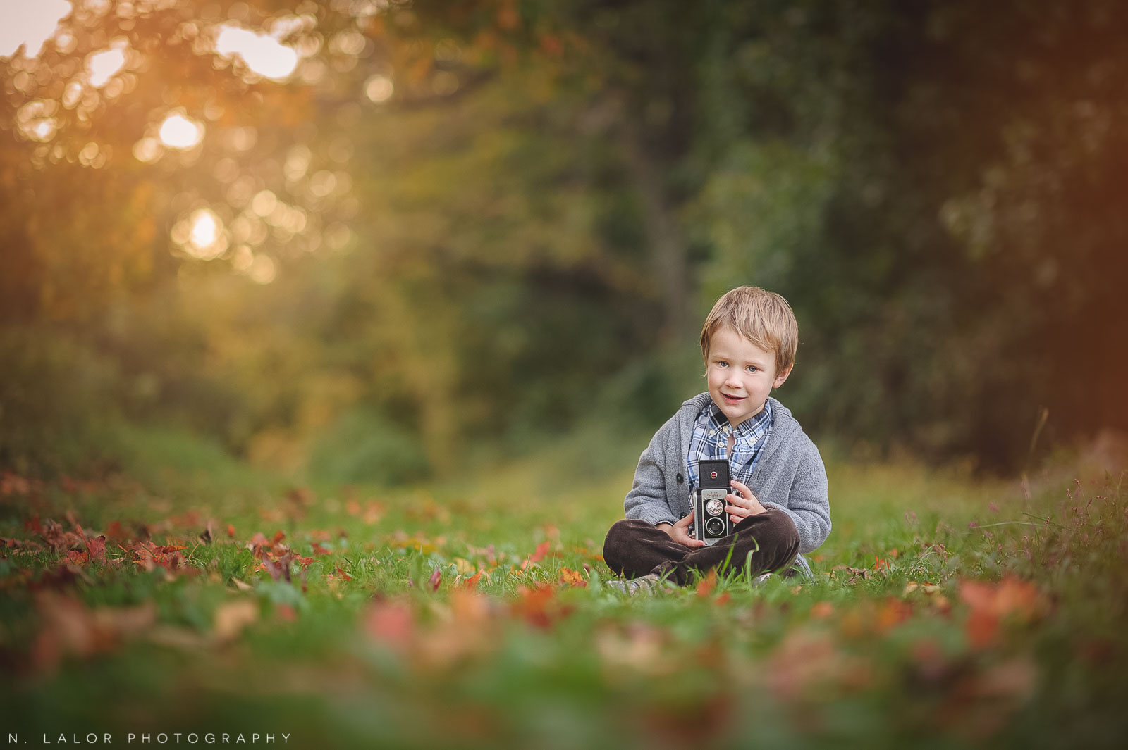 nlalor-photography-boy-fall-new-canaan-nature-center-photo-session-8.jpg