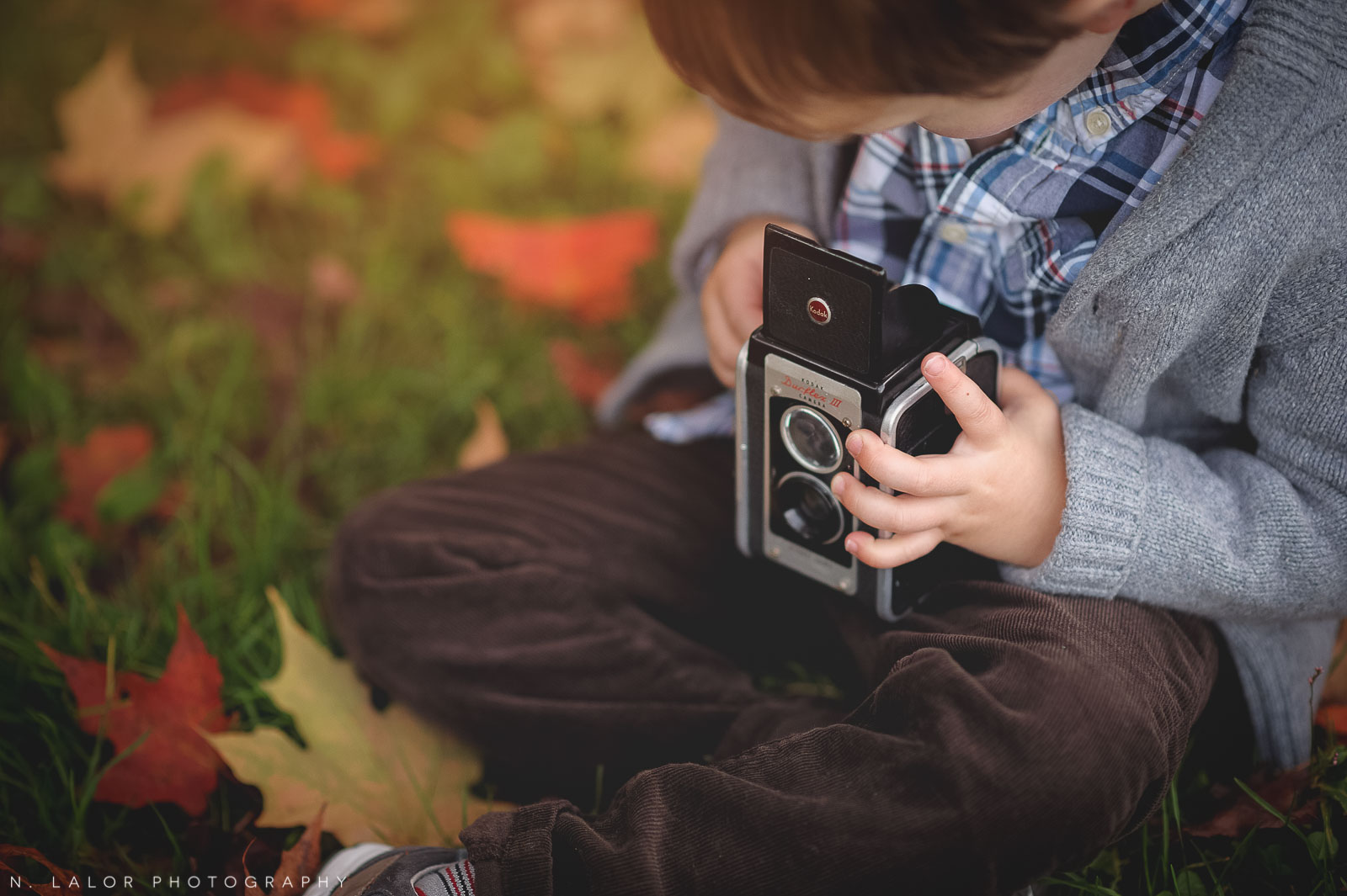 nlalor-photography-boy-fall-new-canaan-nature-center-photo-session-10.jpg