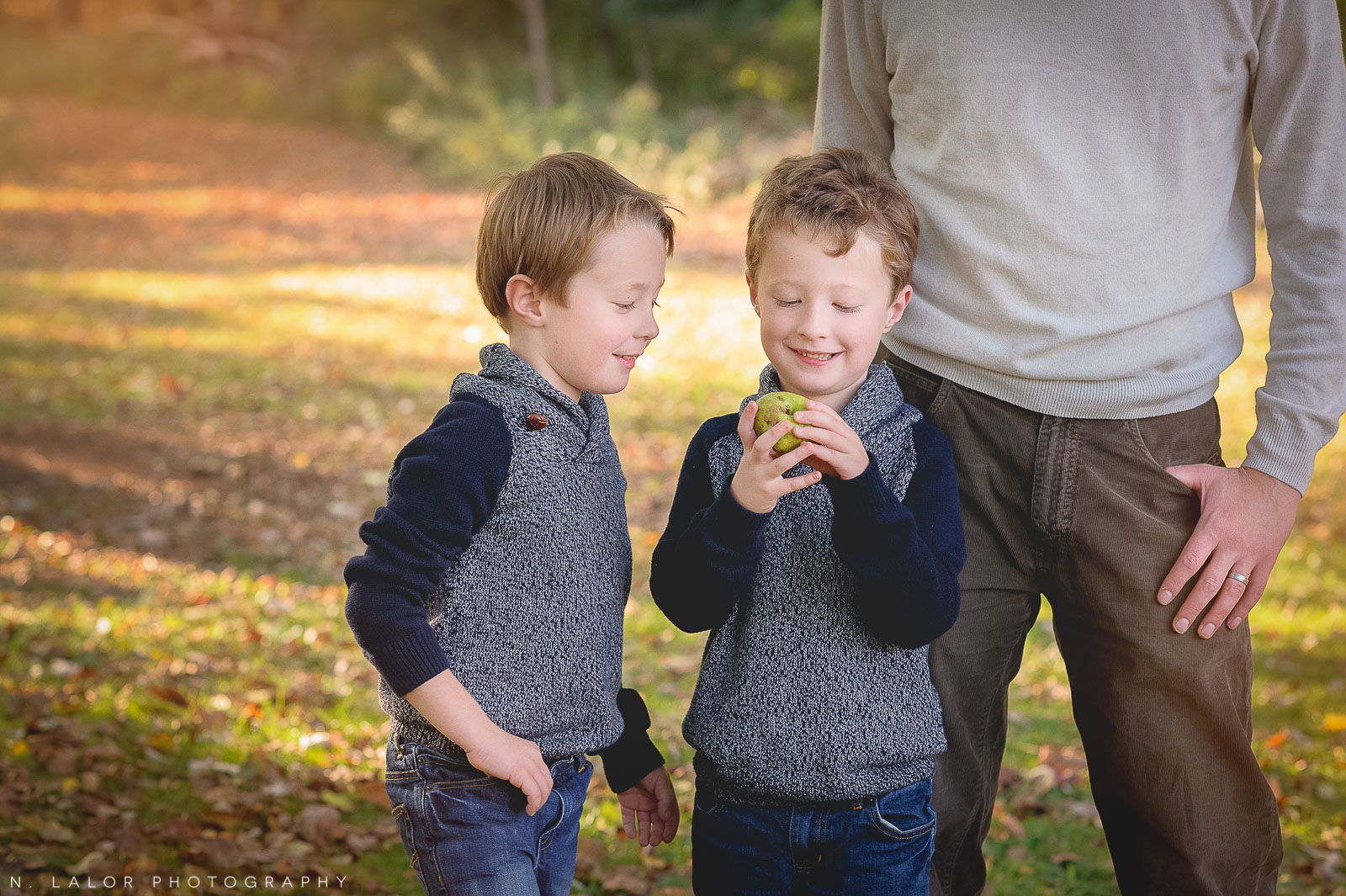 nlalor-photography-2014-styled-family-life-new-canaan-nature-center-fall-5.jpg