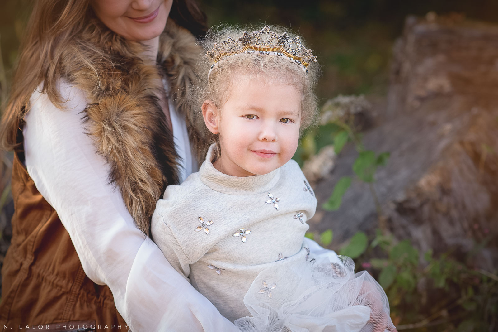 nlalor-photography-2014-styled-family-life-new-canaan-nature-center-fall-10.jpg