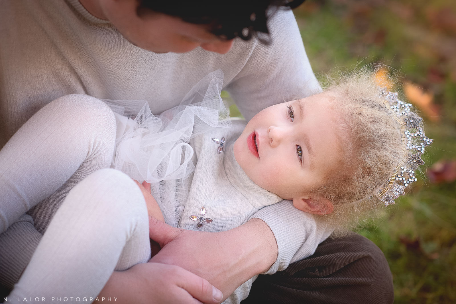 nlalor-photography-2014-styled-family-life-new-canaan-nature-center-fall-16.jpg