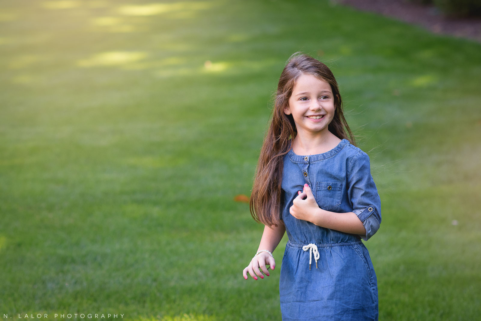 Naturally styled candid portrait of a 6-year old girl by N. Lalor Photography.