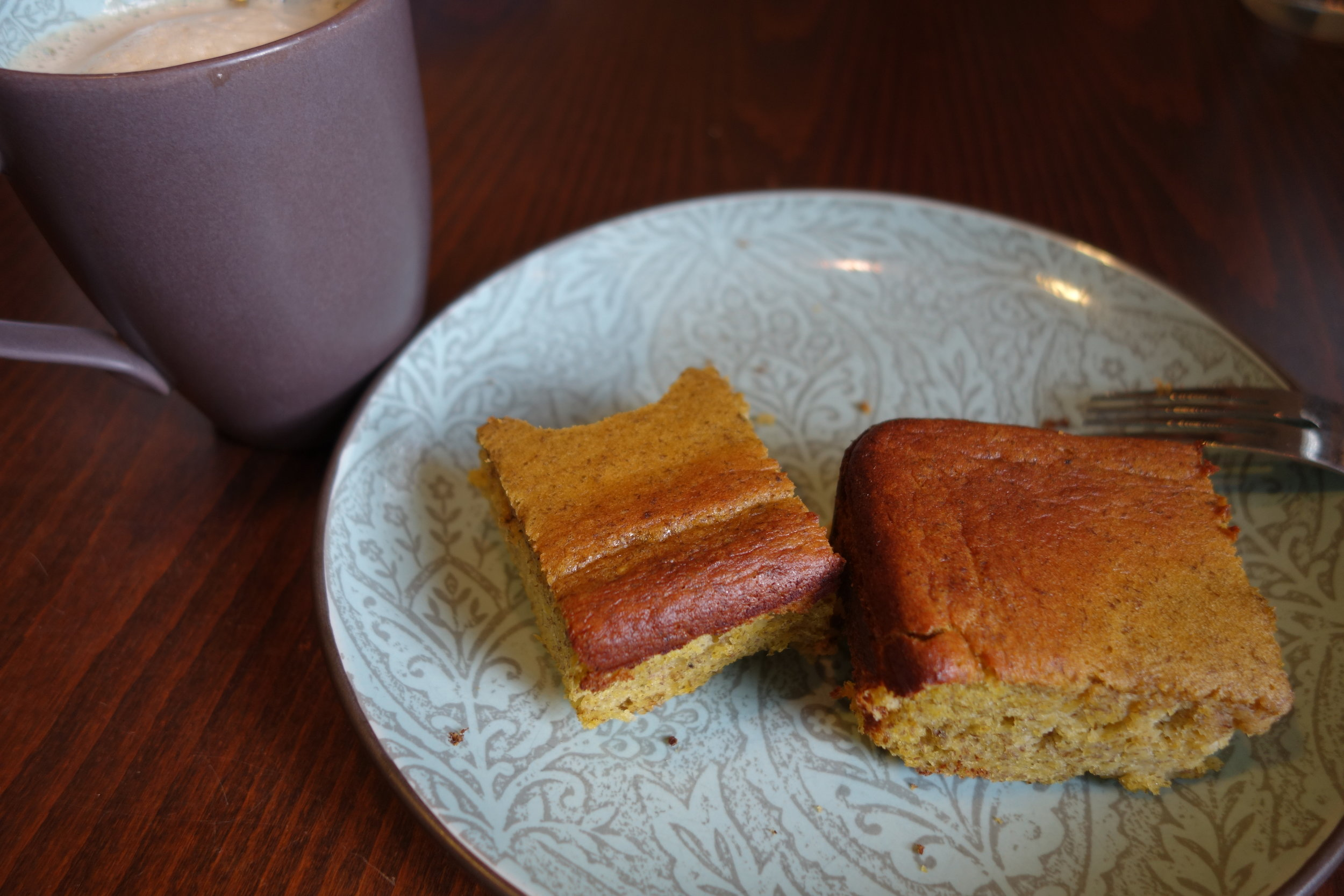 A little platano cake and a cup of coffee, a perfect breakfast in my book.