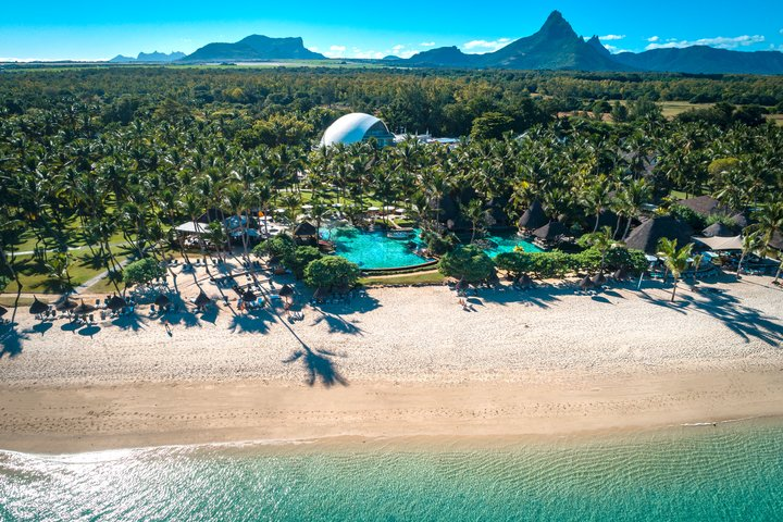 LA PIROGUE MAURITIUS  The genuine spirit    La Pirogue   is a world famous resort offering authentic and comfortable Mauritian bungalows nestled in the heart of a 14-hectare coconut plantation bordering one of the island's finest beaches. Perfect location to enjoy the beauty of magnificent tropical sunsets. Choose La Pirogue to benefit from preferred access at the Ile aux Cerfs Golf Club.
