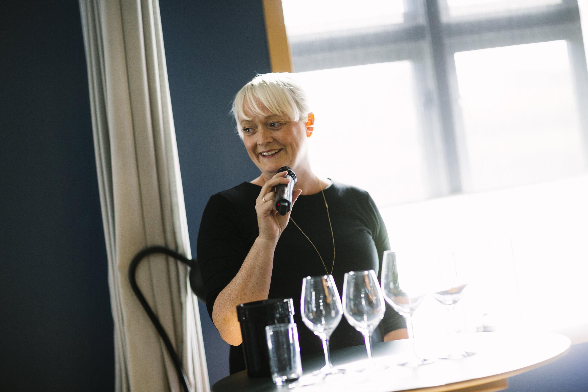 Vi tilbyr spesialtilpassede vinsmakinger,både for privatpersoner og bedrifter. - I samarbeid med restauranter og cateringselskap, samt en rekke aktører innen underholdningsbransjen, kan vi dessuten tilby mer helhetlige konsepter.