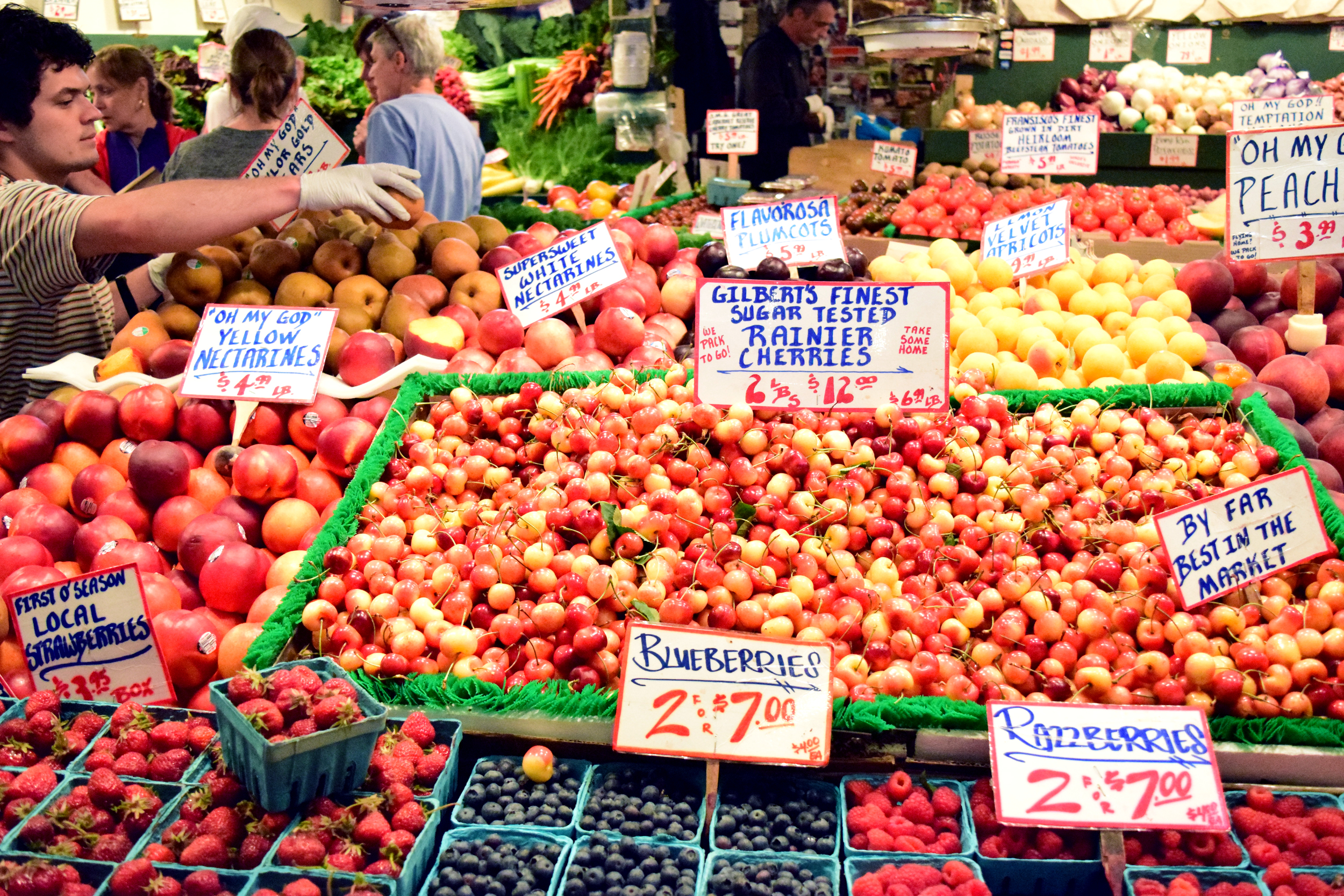 pike-market-rainier-cherries