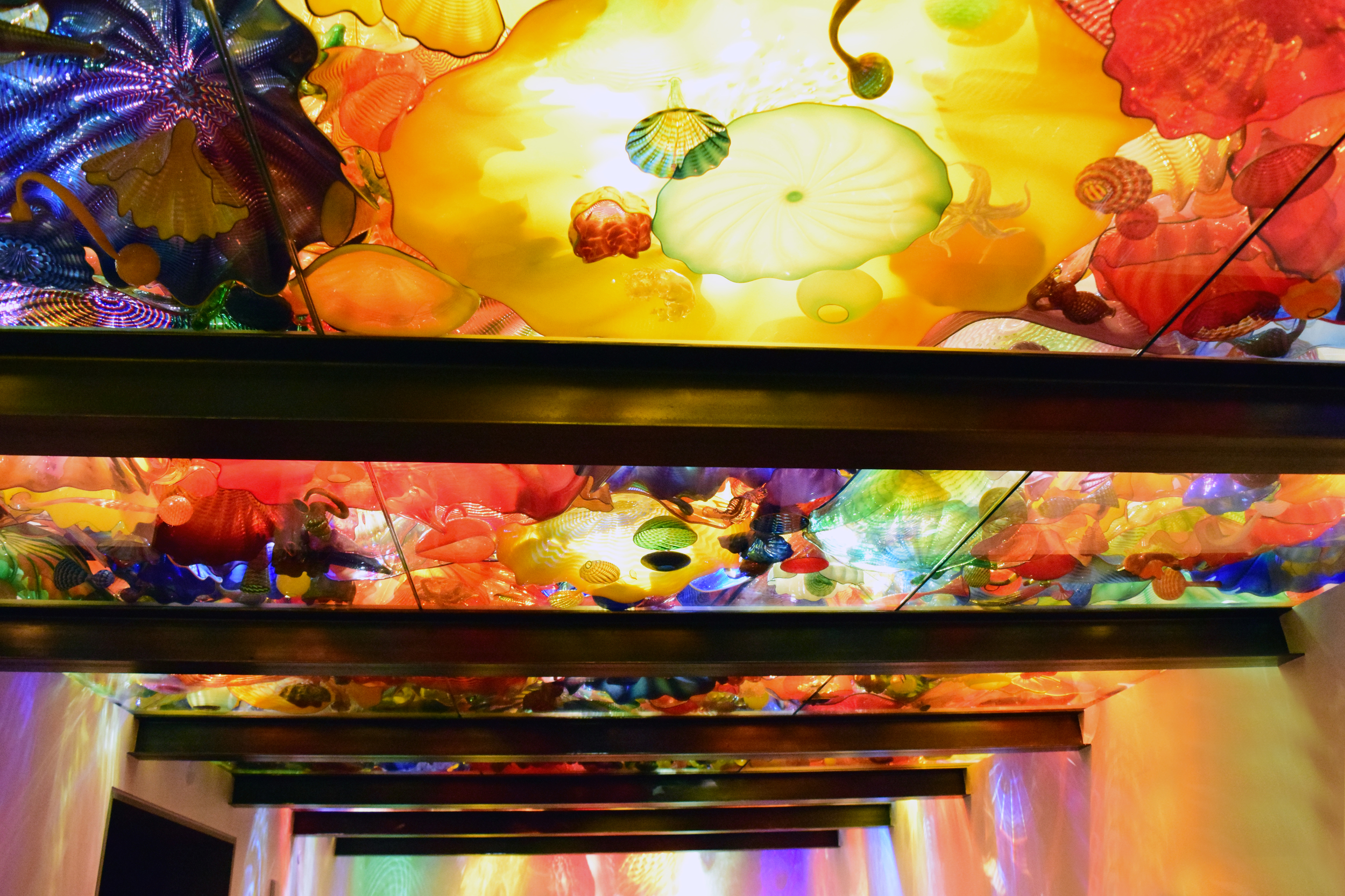 chihuly-glass-garden-ceiling
