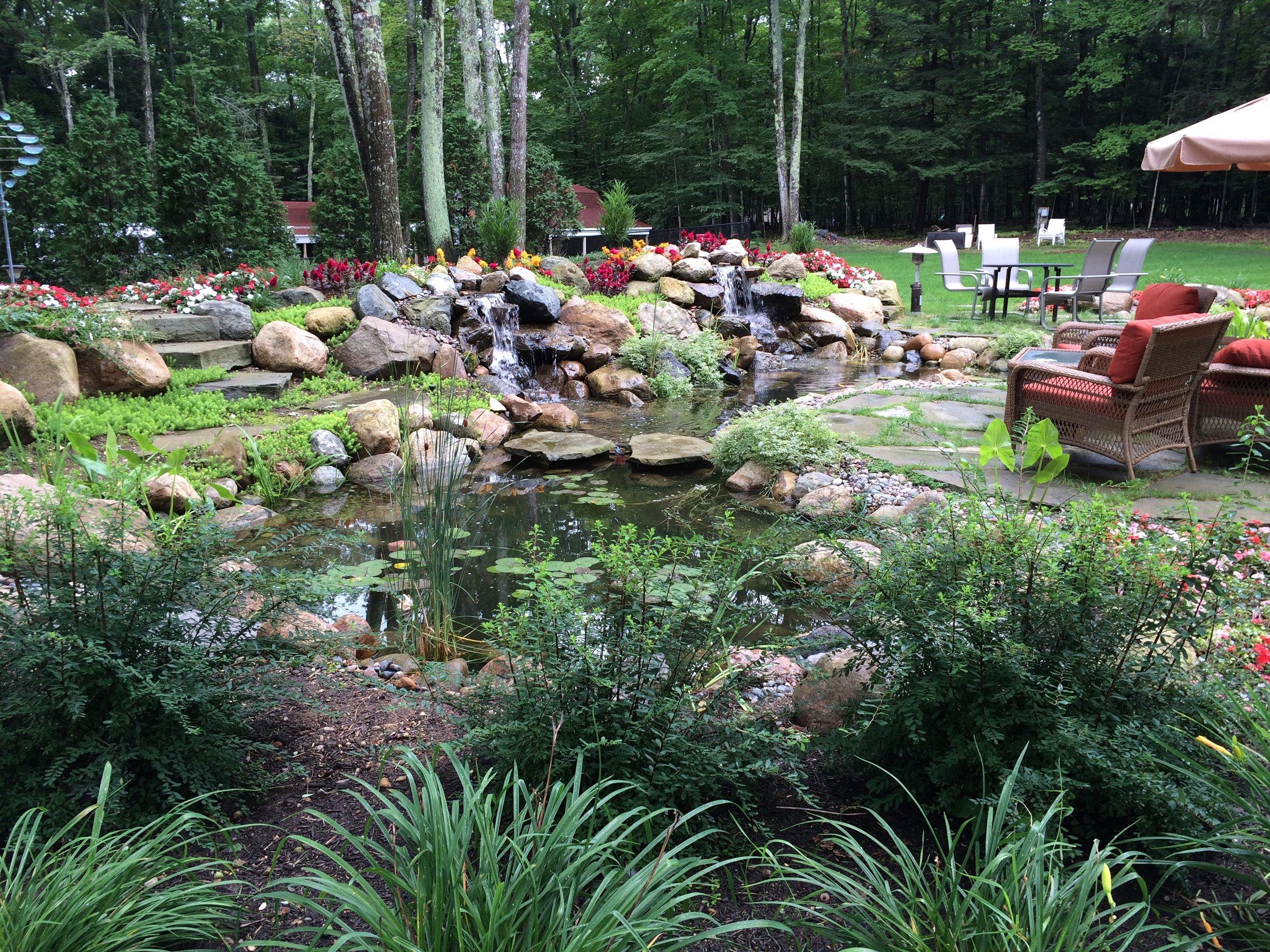 bELLAIRE, mi poND coNTRActors waterpaw gardens outdoor inspiration center design•build•supply•maintain•repair