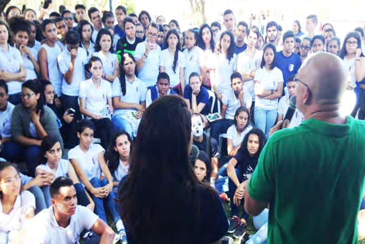 Nossas reuniões de última hora em uma escola secundária local provaram ser um momento milagroso para todos na presença