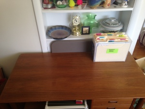 clean-desk-2--300x225.jpg