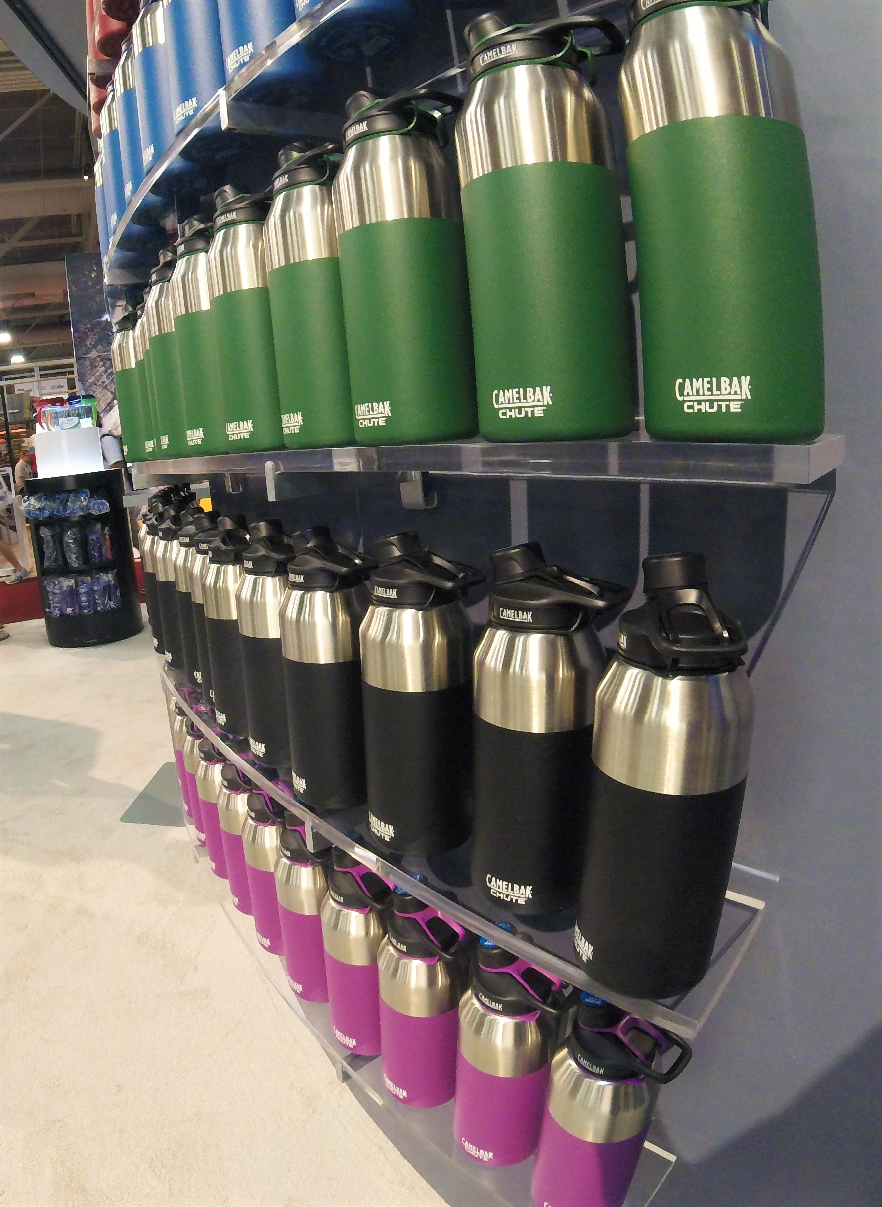 2016 Chute Vacuum Series.  Keeps beverages cold for 24 hours.    Available  in 20oz and 40oz.