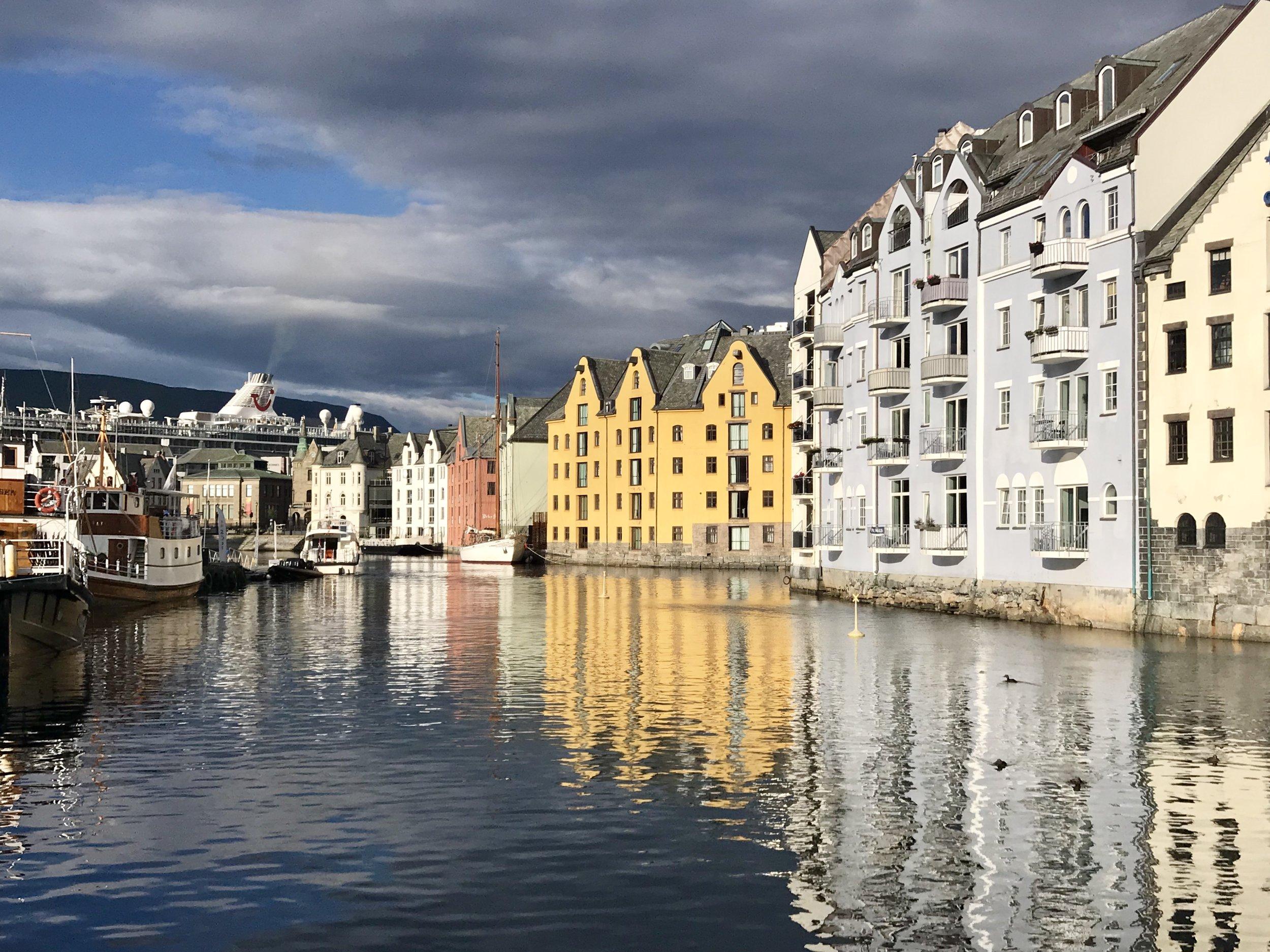 in ålesund I go running along the shoreline in the morning