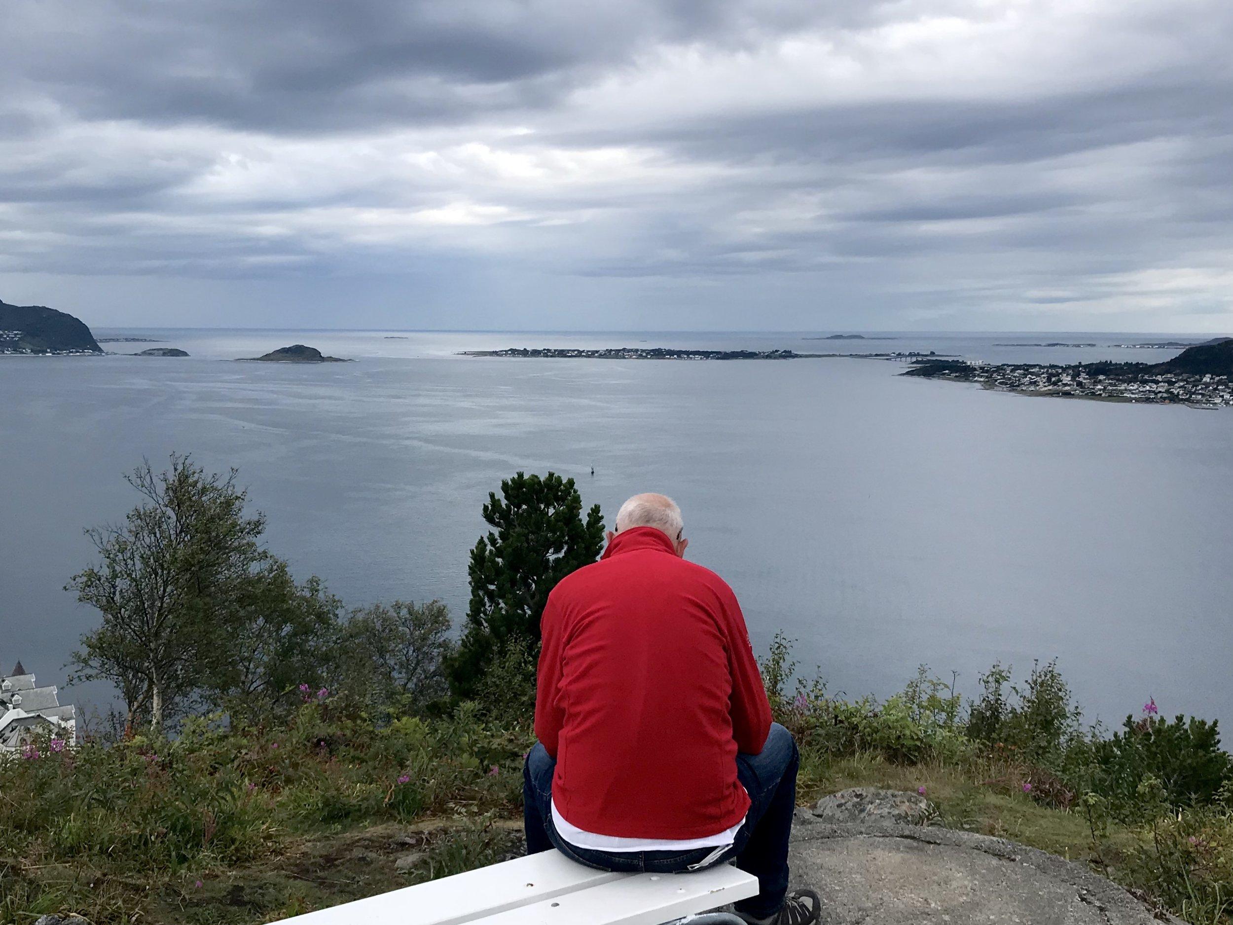 contemplation above ålesund