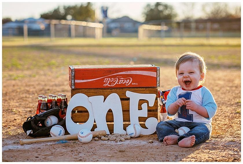 Eastons-first-birthday-session-watauga-baseball (15).jpg