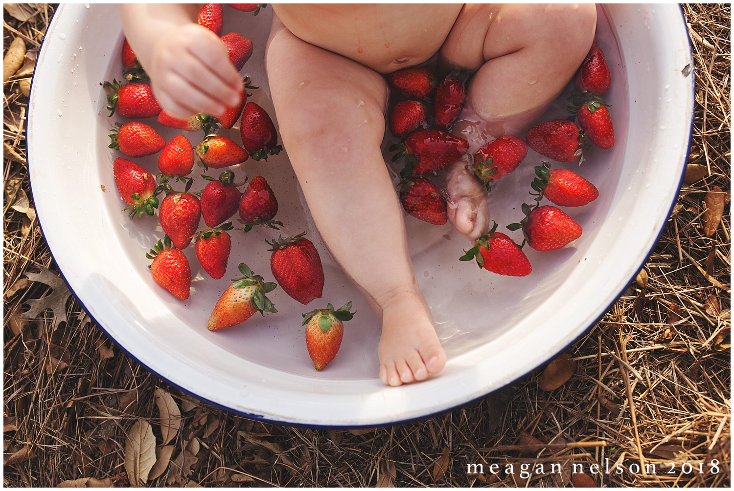 strawberry_patch_session_fort_worth_photographer41.jpg