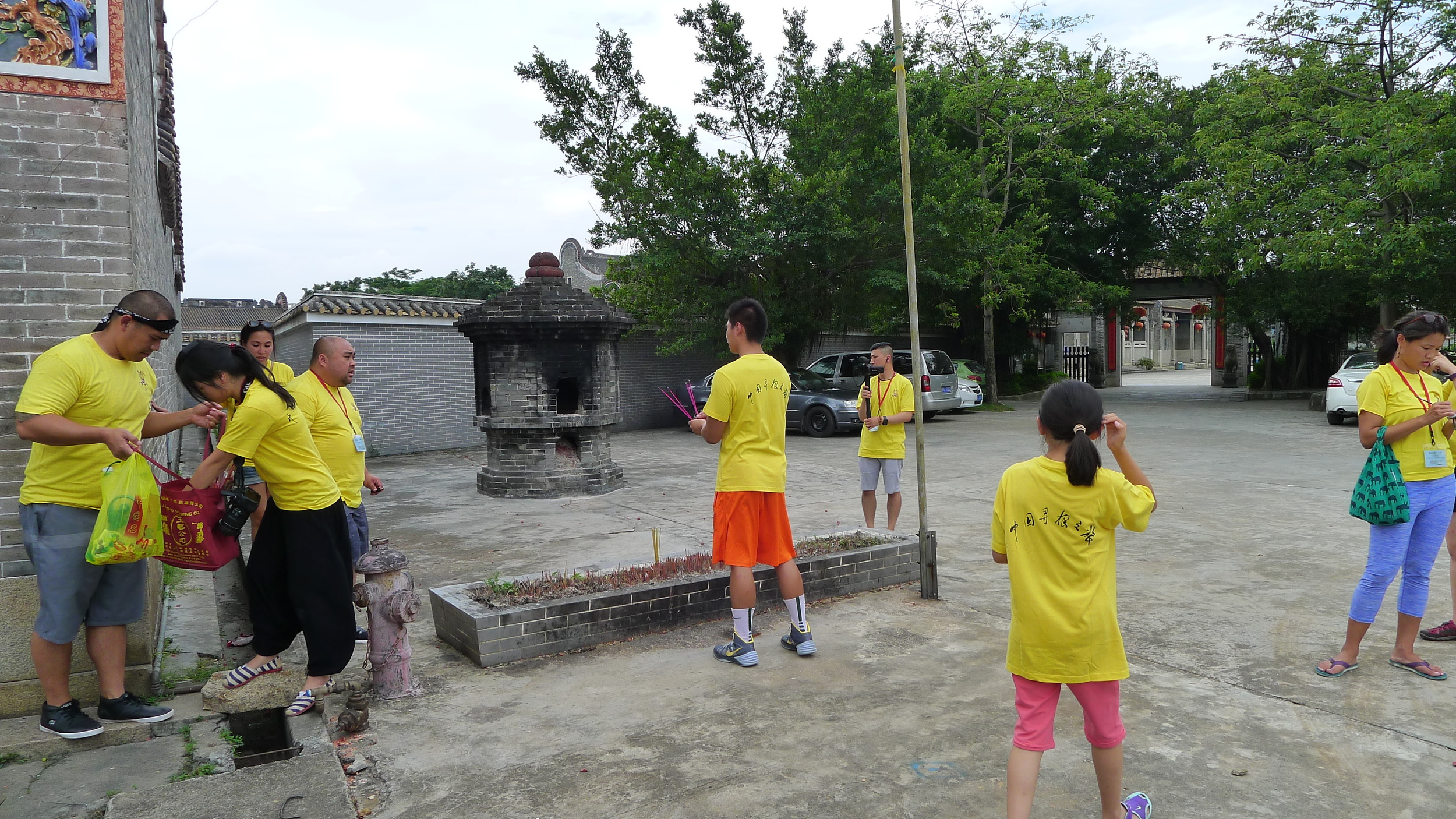 Placing incense outside the ancestral temple.