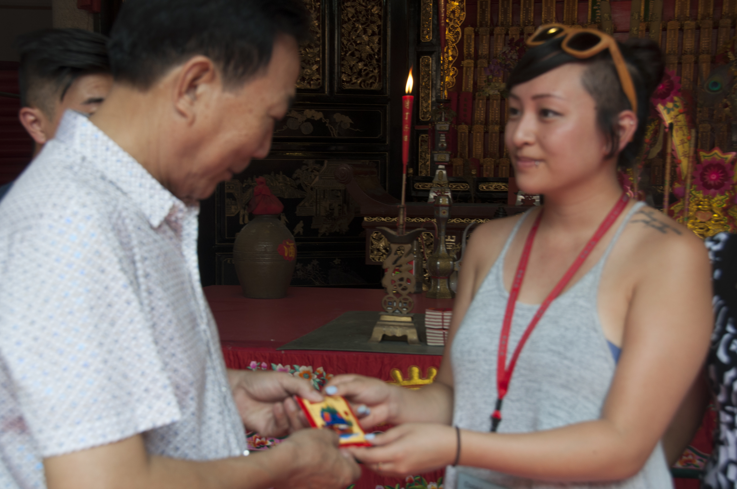 A red envelope for the ancestral temple