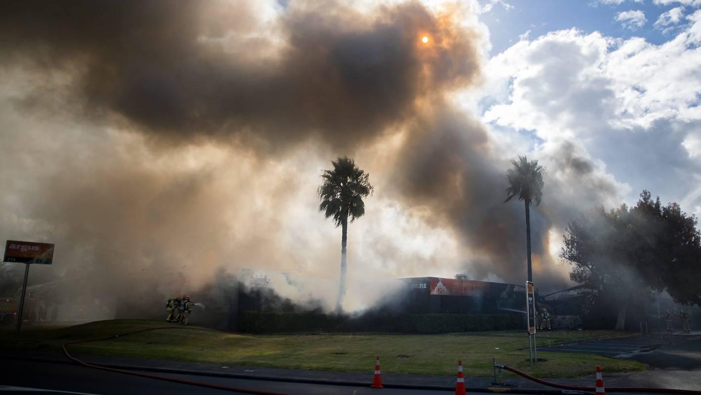 Smoke billows across Onehunga after the Argus building caught fire.  CHRIS MCKEEN/STUFF