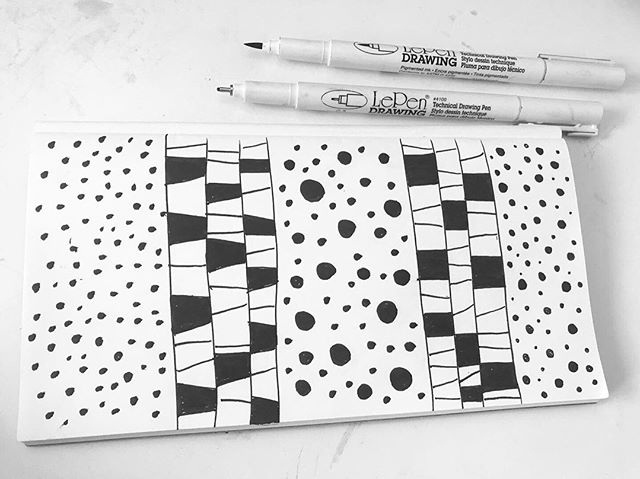Morning sketch. Warming up my day. Nature inspired pattern from a living shell photography #livingMollusks . . . #pattern #nature #blackandwhite #surfacepatterndesign #patterndesign #sketchbookexploration #mollusks #livingshell #charleserawlingsphotography