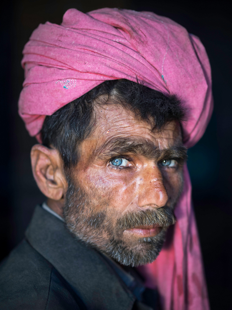 A heroin addict with a pink turban, Sahiwal, Pakistan (2015)