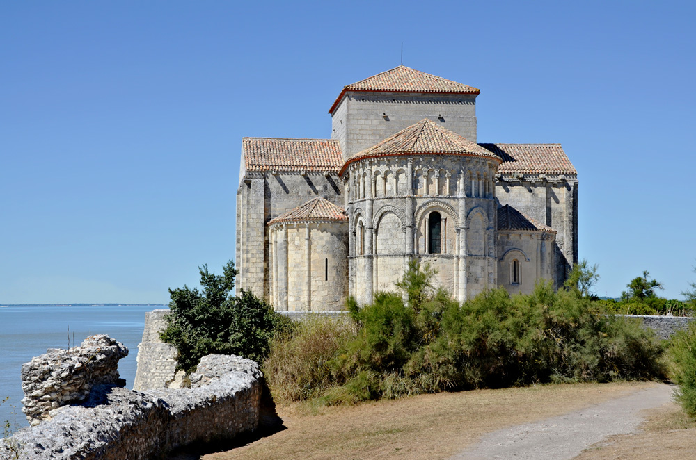 Kyrkan i Talmont-sur-Gironde. Foto JLPC
